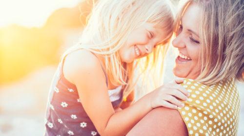 Quasi il 60% delle madri italiane utilizza i social e la rete come strumento per cercare aiuto
