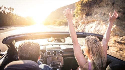 Gli italiani preferiscono spostarsi in automobile anche in vacanza