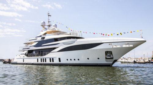 "Benetti vara FB703 M/Y ""Bacchanal"" Mega Yacht Custom di 47 metri"