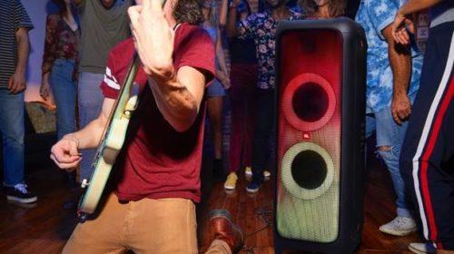Da JBL uno speaker pensato per fare festa