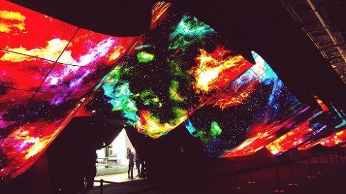 """LG Electronics incanta i visitatori del CES con la spettacolare installazione """"OLED Wave"""""""
