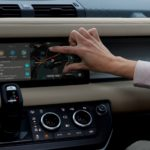 Nuova Land Rover Defender presenta al CES 2020 la prima connettività al mondo Dual eSim