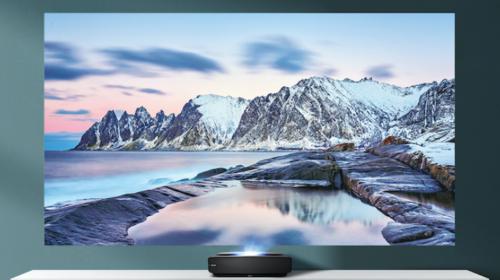 Hisense Laser TV 100L5F: tecnologia ed effetto cinema tra le porte di casa