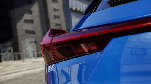 UX inaugura l'era elettrica di Lexus