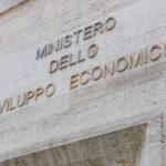 """Banda ultralarga: firmati i decreti attuativi per 600 milioni di euro nel """"Piano Scuola"""" e nel """"Piano Voucher famiglie"""""""