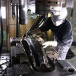 Innovazione Nissan nella produzione di parti in fibra di carbonio
