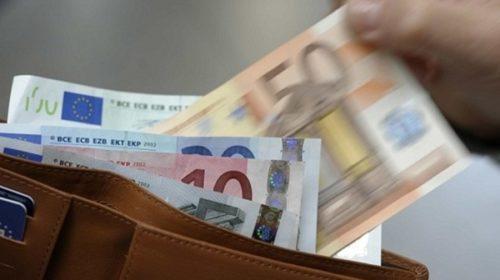 Consumi: in sei mesi spariti 2.300 euro di spesa a famiglia