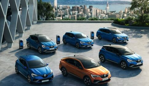 Tre nuovi modelli ibridi per una gamma Renault E-TECH ancoa più ampia