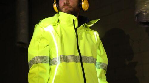 Rossini progetta la prima giacca da lavoro e tempo libero a visibilità attiva